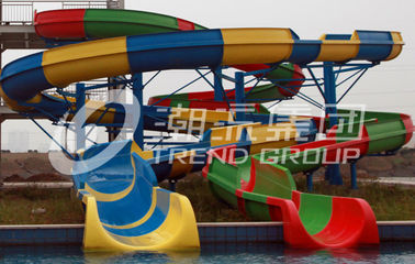 चीन Customized Spiral Fiberglass Water Slide Games For Resorts Or Hotel फैक्टरी